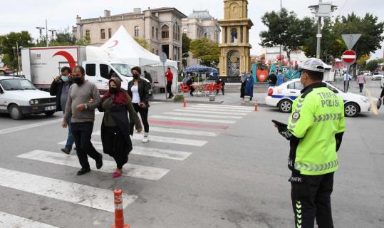 Yayaya yol vermeyen 20 sürücüye 13 bin 40 TL ceza kesildi