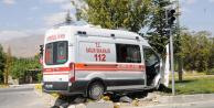 Niğde'de Ambulans ile Otomobil Çarpıştı! Yaralılar Var