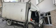 Beyoğlu'nda Korkunç Kaza! Kamyonet Apartmana Çarptı