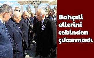 Bahçeli, Kılıçdaroğlu'nu Görünce Elini Cebinden Çıkarmadı