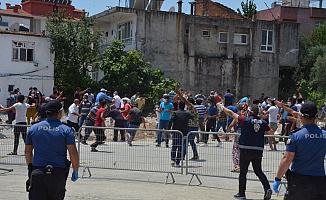 Karantina 1 Hafta Uzatılınca Antalya Serik'te Polise Taşlı Saldırı