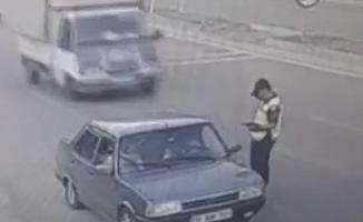 Dikkatsiz Sürücü, Yol Kontrolü Yapan Jandarmaya Kamyonetle Çarptı