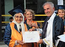 93 yaşında mezun oldu