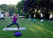 Açık havada yoga etkinliği