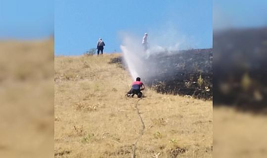 Anız yangını buğday tarlasına sıçramadan söndürüldü