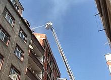 Bahçelievler'de inşaat halindeki bir binanın çatısı alev alev yandı