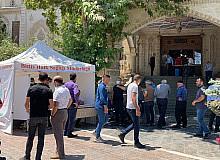 Cami cemaati için aşı standı kuruldu