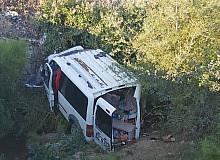 Eğirdir'de araç kanala uçtu: 2 ölü, 6 yaralı