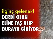 Erzurum'da ilginç gelenek, derdi olan eline taş alıp bu kayaya koşuyor