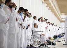 Hacı Adayları Arafat'ta öğlen namazını kıldı