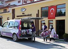 İhtiyaç sahibi ailelerin çocuklarına bayramlık kıyafet dağıtıldı