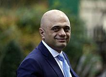 """İngiltere'de """"Covid-19'dan korkmayın"""" diyen Sağlık Bakanı özür diledi"""