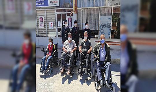 Jandarmadan 14 engelliye akülü araç
