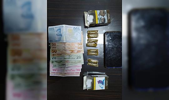 Sigara paketine uyuşturucu sakladı, polisi görünce sokağa attı