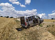 Refüje çarpan otomobil takla atıp şarampole düştü; 1'i ağır 4 yaralı