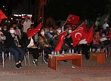 Sinop'ta saatler 00.13'ü gösterdiğinde sela sesleri yankılandı