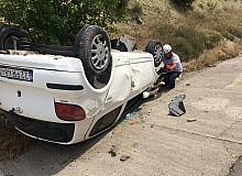 Takla atan otomobilde anne ve kızı yaralandı