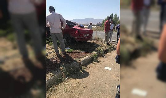 Ağrı'da iki otomobilin çarpıştı: 2 ölü