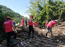BAKUT ekibi sel bölgesinde arama çalışmalarını sürdürüyor