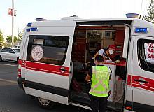 Diyarbakır'da iki otomobil çarpıştı; kemerini takmayan yolcu yaralandı
