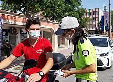 """Edirne'de motosiklet sürücülerine """"Kaskınla yol ver hayata"""" sloganıyla denetim"""