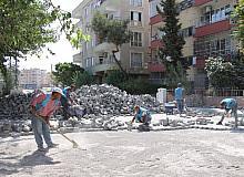 Haliliye'de iki mahallede kilitli beton parke çalışması