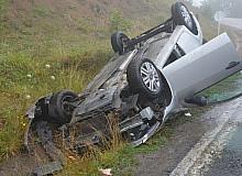 Ordu'da sisli yolda otomobil takla attı: 2 yaralı