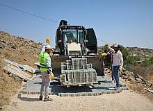 Şehitkamil'de yeni ve bozuk yollar, kilitli parke taşı ile döşeniyor