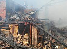 Simav'da çıkan yangında bir ev tamamen yandı