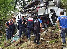 Sinop'ta freni patlayan kamyonet takla attı: 1 yaralı