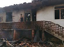 Tokat'ta, saman yangını evlere sıçradı