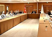Kültür ve Turizm Bakanı Ersoy, Marmaris'te turizmciler ile bir araya geldi
