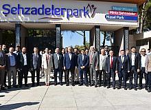 Bakan Çavuşoğlu Şehzadelerpark'ı ziyaret etti