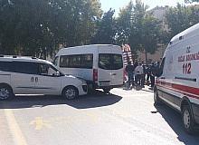Öğrenci servisi kaza yaptı: 2 yaralı