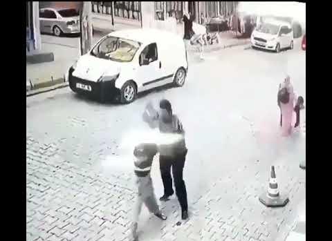 Bunu Yapan İnsan Olamaz: Küçük Çocuğu Canice Dövdü