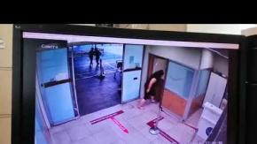 Maske Tak Denilen Kadın, Polis Copu ile Terör Estirdi